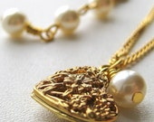 Necklace Golden Heart and Glass Pearl