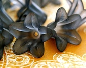 Sale 20pcs Black Acrylic Flower Bead Caps PLF018