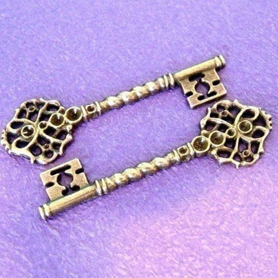 LEAD FREE 2pcs BIG ANTIQUE BRONZE KEY CHARMS A8577