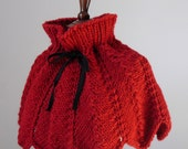 FIORE Knitted Capelet