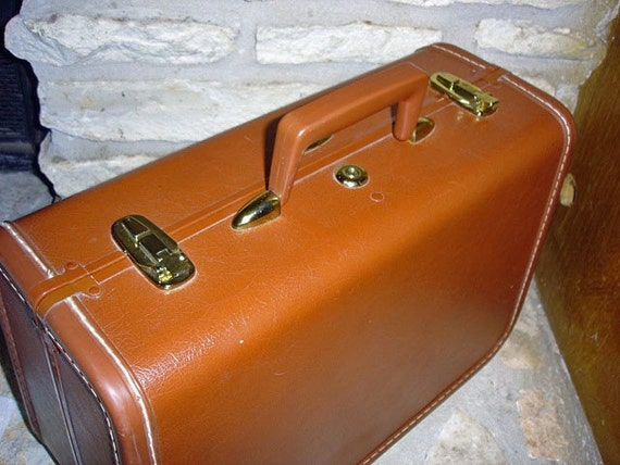 PLANES AND TRAINS - Vintage 1940s Tan Taperlite Train Case
