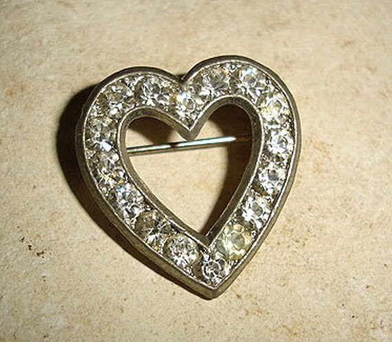SPARKLE HEART - 1950s vintage small scatter pin rhinestone heart brooch