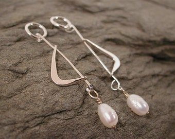 Modern silver earrings mod boomerang dangle pearl sterling jewelry by Susan Sarantos