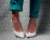 white sculptural pumps / high heels / 6
