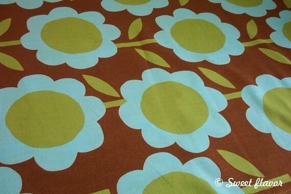 SALE - Japanese Cotton Fabric - sweet flowers (Green) 1\/2 yard (141)