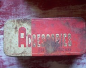 Vintage Accesories box for sewing machine