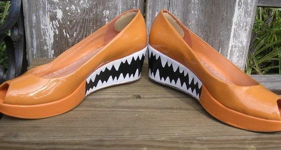 Bite Me Hand-Painted BCBGirls Patent Leather Peeptoe Platforms Size 10 Orange