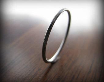 Platinum ring - smooth skinny stacking ring (sizes 1 to 6.75)