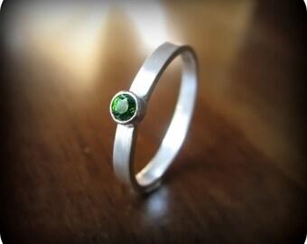 Chrome diopside - bezel set stacking ring