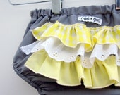 Mellow Yellow -ruffle diaper covers