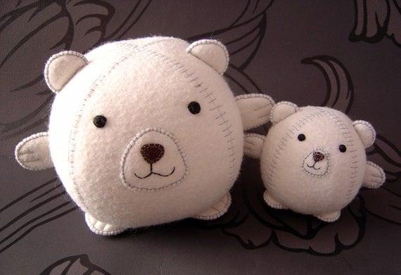 Mummy and baby polar bears