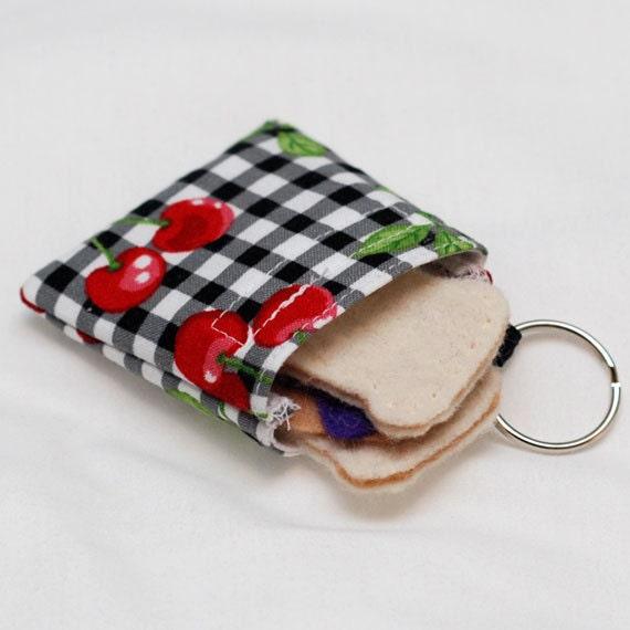 Summer Picnic - Mini Reusable Sandwich Bag Keychain - green by mamamade