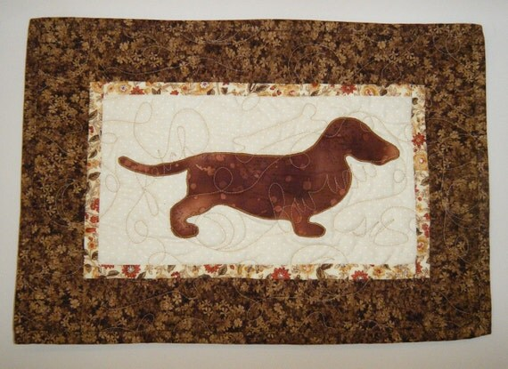 Dachshund - Quilted Dog Wall Hanging 17 x 12