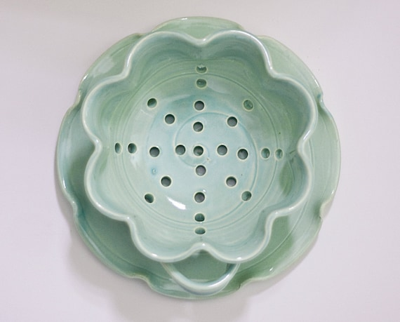 Floral Berry Bowl - Colander - Small - Green