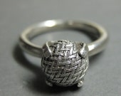 WOVEN victorian button ring size 6.5