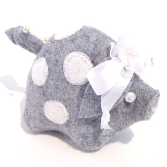 Pig Pincushion Pearl