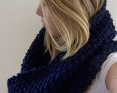 manchester - a medium chunky cowl in navy