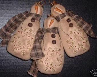 Primitive Stitchery PATTERN , Snowman Ornie , Berry Wreath , Primitive Ornament