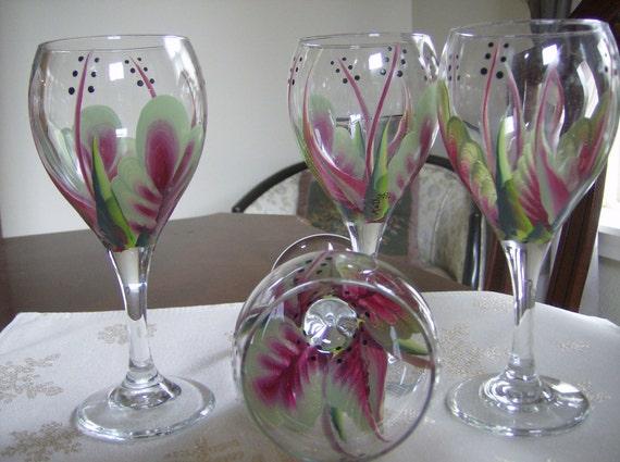 Wine glasses/goblet berry/green handpainted