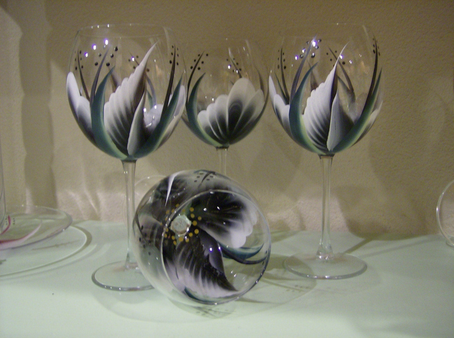 Hand painted black wine glasses for Hand painted wine glasses