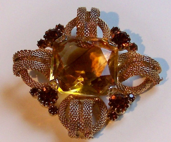 SJK VINTAGE -- Art Deco Gold Mesh and Amber Rhinestone Brooch Hollywood Regency (1940's-60's)