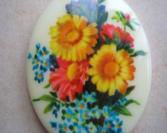 VIntage cameo spring summer  bouquet of flowers carnation daisy sunflower 30 x 40mm (1)