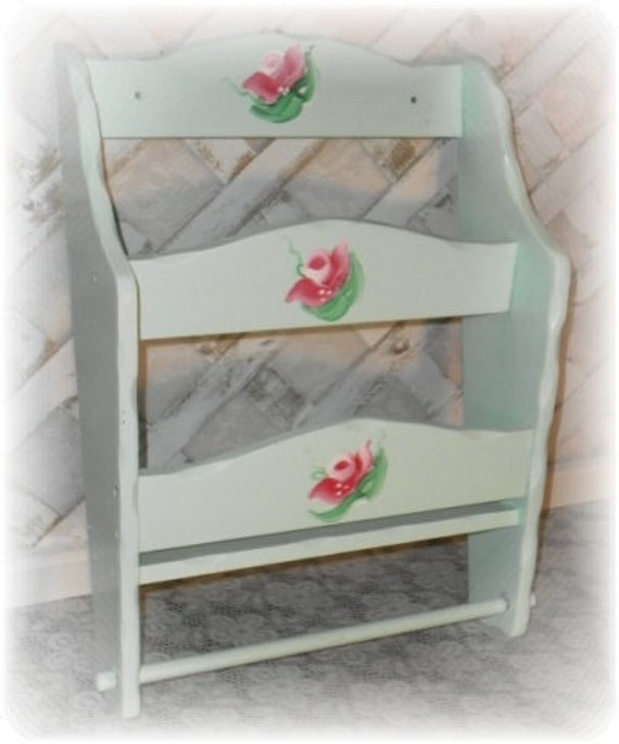 hand painted rose shabby chic style wall mounted magazine. Black Bedroom Furniture Sets. Home Design Ideas