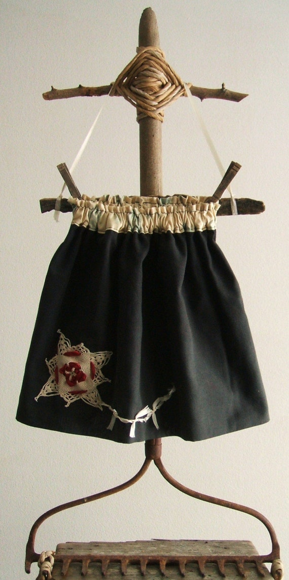 night kite - skirt - measures 12 inches from waistline to hem - size 24 months - 3T