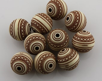 Lovely Vintage Patterned Plastic Cream and Brown Rounds 14mm