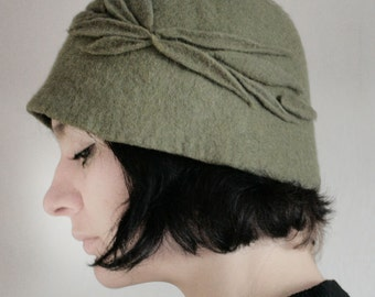 Pale Asparagus Green Cloche Hat -- Hand Felted Wool -- Size Medium / Small