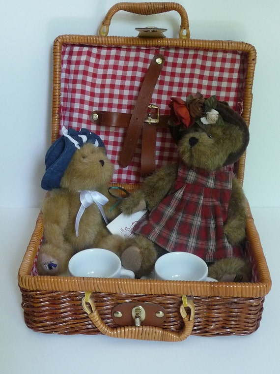 Boyds Bears in Picnic Basket