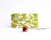 Super Sale Bridal Wedding Clutch Purse Zippered Linen Pleated Clutch Bridesmaid Clutch Pouch Purse in Green White Rose Flower with leaves