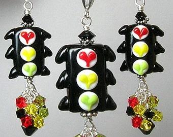 Glitterbug Originals SToP In THe NaMe of LoVe Handmade Lampwork TRaFFiC LiGHT Art Glass Earrings and Pendant SET SRAJD