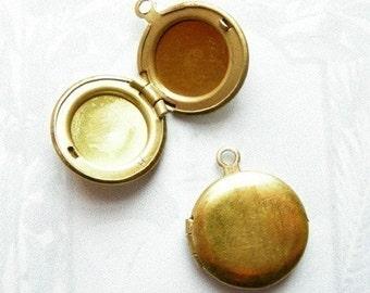 Vintage Raw Brass Lockets (6x) (L512)
