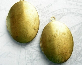 VIntage Raw Brass Oval Engraving Lockets (4x) (L504-A)