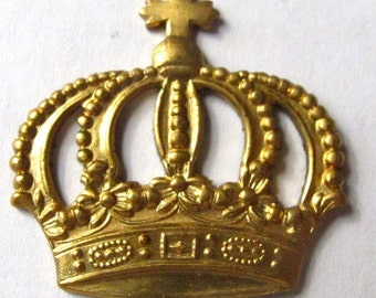 Raw Brass Imperial Crown Pendants (4X) (M624-A)