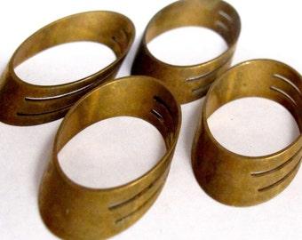 Vintage Raw Brass Oval Shaped Pendants (8X) (V272)