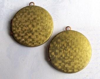 Vintage Round Cross Hatched Lockets (2x) (L511)