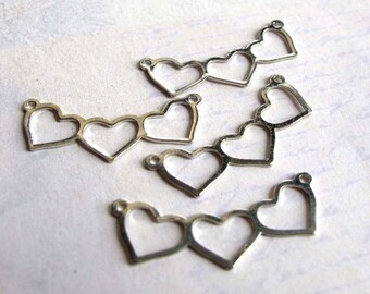 Vintage Silver Plated Tripple Heart Charms / Pendants (4X) (V438)
