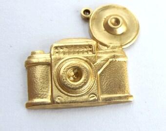 Brass Vintage Style Camera Charms (4X) (M691)
