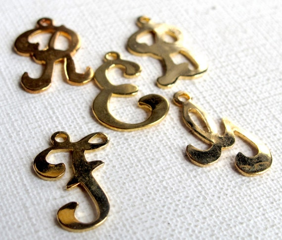 LAST Set - Vintage gold plated Scrupt letter charms (W P R T F E) (6x) (M659)
