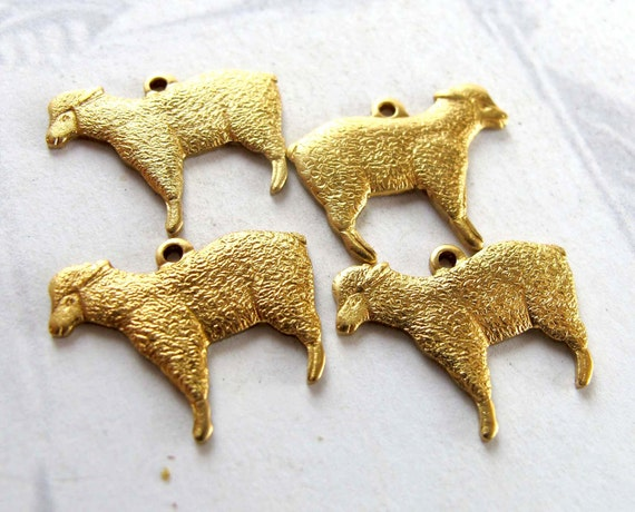 Brass Lamb Sheep Charms (mirrored) (4X) (M535-A)