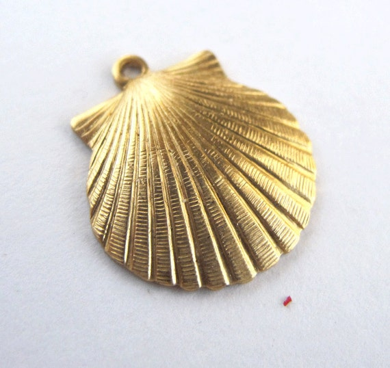 Brass Sea Shell Charms (6X) (M633)