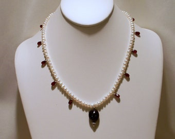 Garnets and Small Freshwater Pearls Necklace