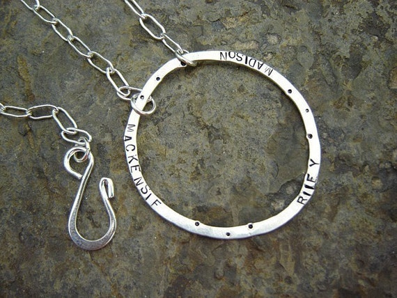 Custom Endless Love Circle Name Necklace for MOM boutique JaYnEs BLACKOUT