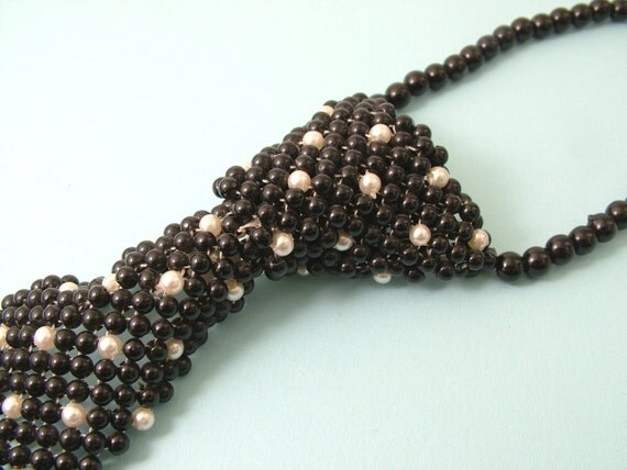 Vintage 1960s retro, Mod, plastic black and white beaded tie necklace