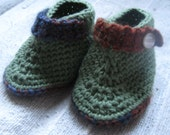 Crochet green baby booties 6m