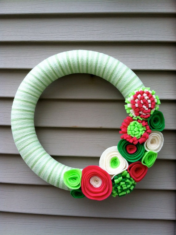 Green, PInk and Cream Yarn Wreath with Felt Flowers.  Great for Summer