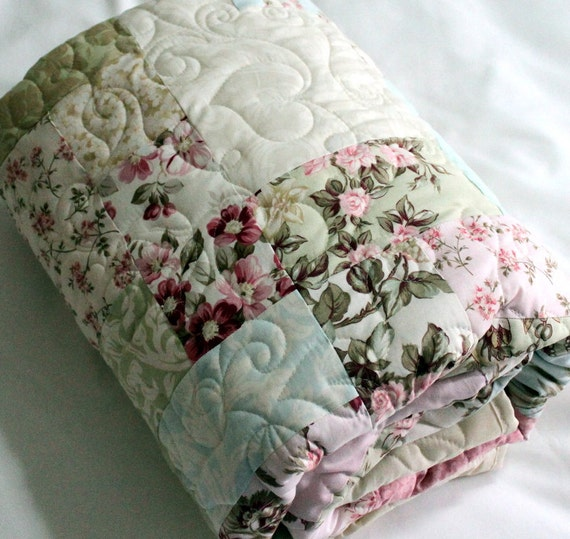 """Pastel Lap Quilt soft and scrunchable - timeless Gift for ANY Mom 57"""" x 76"""""""