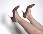 Vintage 1950s Brown Snakeskin Heels Shoes (size 6.5 / 7)
